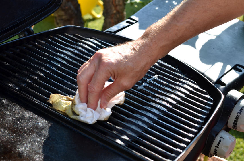 How to clean your grill, step by step.