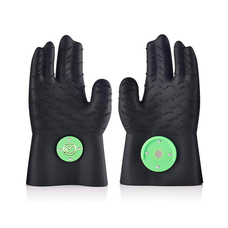 Silicone bbq gloves with click magnet by Magnechef.