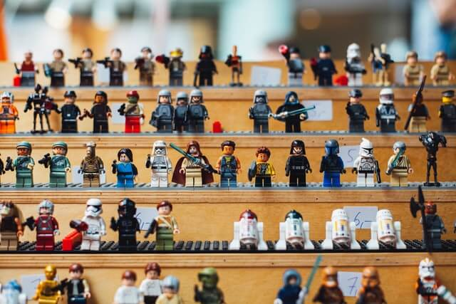 How to display Lego minifigures.