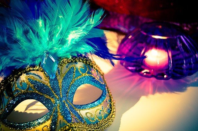 What are good party themes for adults?