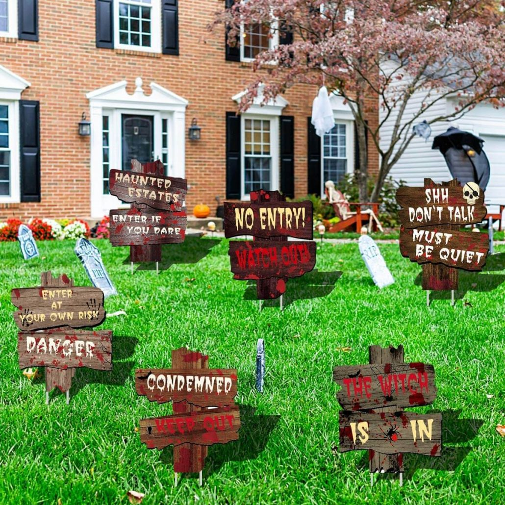 Spooky outdoor Halloween signs for your yard.