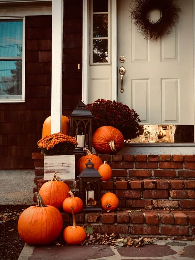 When should you start putting up Fall decor?