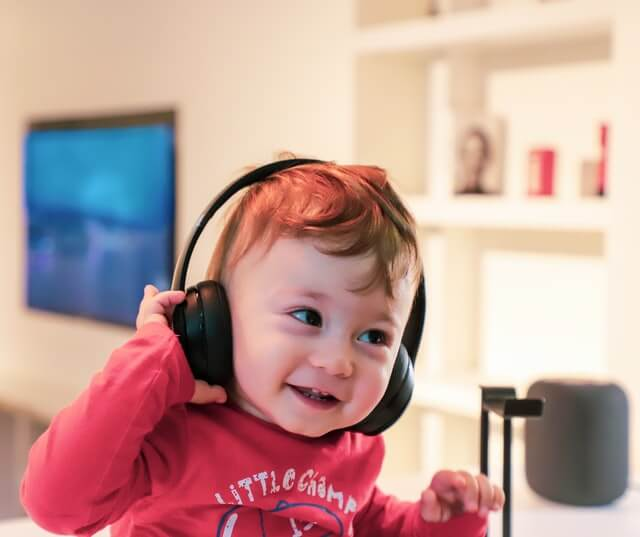 Can toddlers wear headphones?