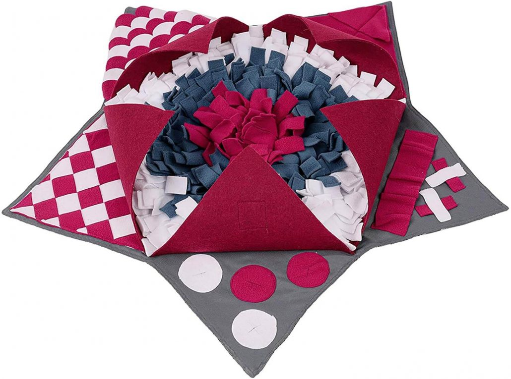 Fleece snuffle mat for dogs and puppies.