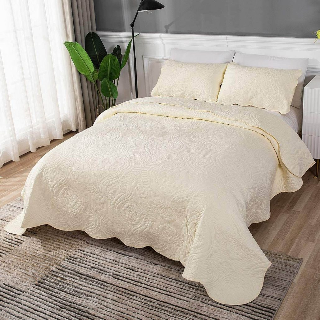 Lightweight modern quilted comforter bedding set.