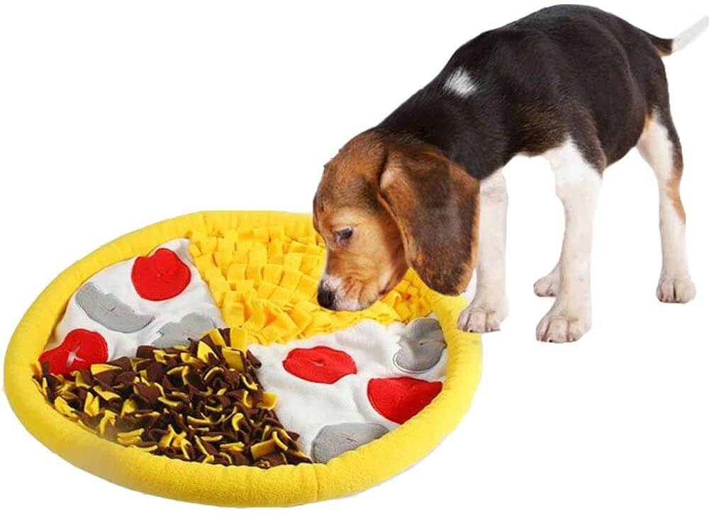 Pizza-shaped snuffle mat for dogs.