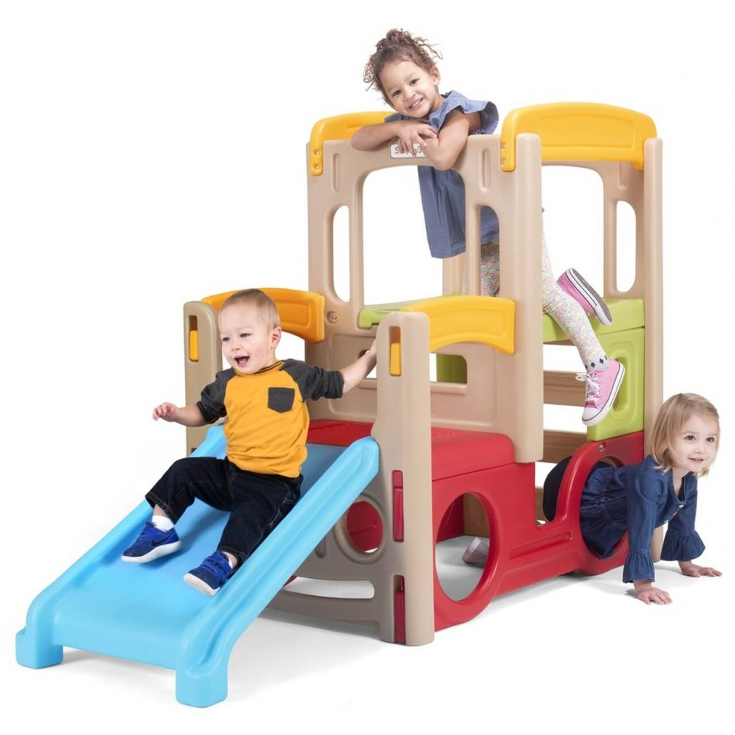 Simplay Young Adventure Climbers outdoor playhouse.