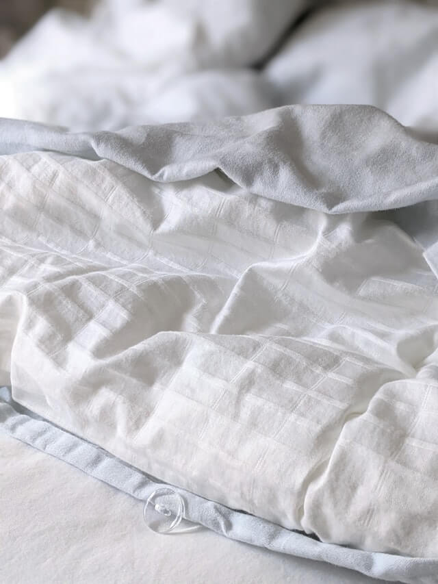 What's the difference between a duvet and a comforter?